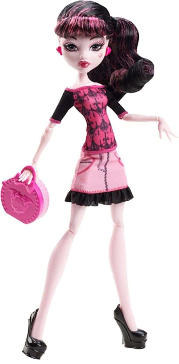 MONSTER HIGH SCARIS DRACULAURA