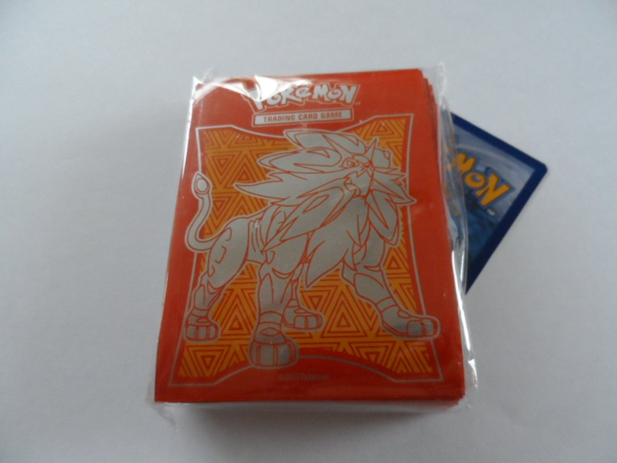 Pokemon card sleeves / kaart hoesjes Solgaleo